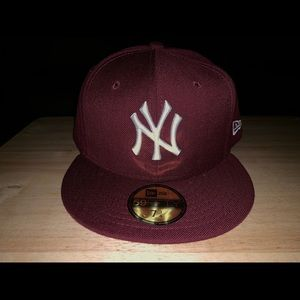 Burgundy NY Yankees fitted size 7 3/4